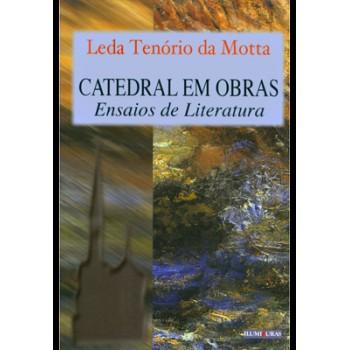 Catedral em obras - Ensaios de literatura